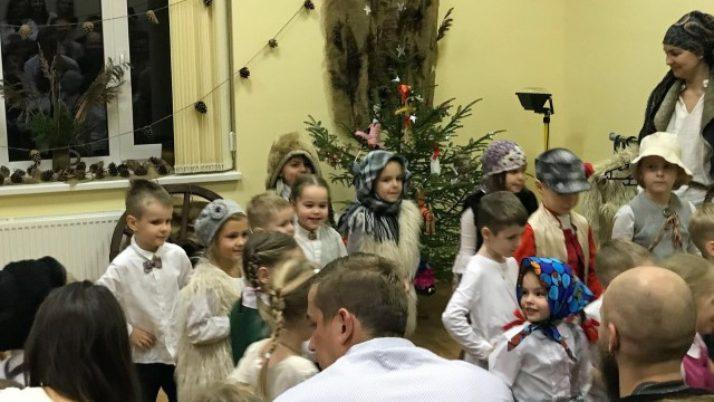 """Ziemassvētki pirmsskolā """"Ejam, bērni, ķekatās!"""""""