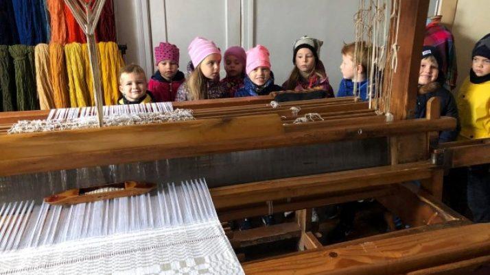 Pirmsskolas vecuma bērni Amatnieku namā