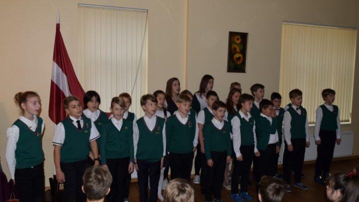 Latvijas simtgades pasākums sākumskolā