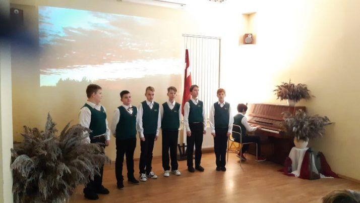 Latvijas Republikas Proklamēšanas diena sākumskolā