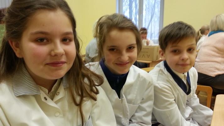 """5. klases skolēnu komanda Pilsētas dabaszinības konkursā """"Skolēni eksperimentē"""""""